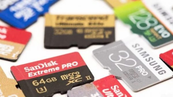 Why memory card give different speed even their storage capacity is sam